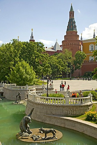 Park in Alexander Garden and the Kreml at the Maneschnaja road, Moscow, Russia, East Europe, Europe