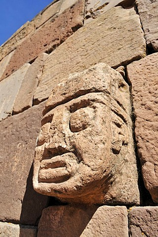 Stone head in Tihuanaku, UNESCO World Heritage Site, La Paz, Bolivia, South America