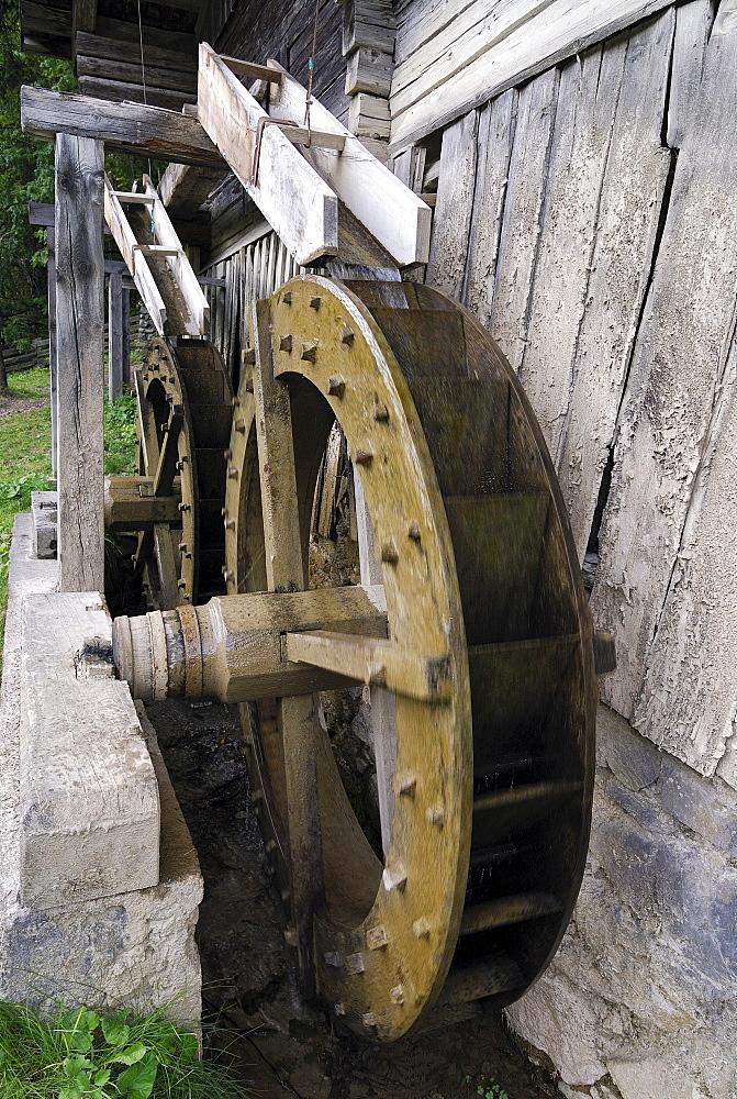 Mill wheel, Wachterbach Mill, historic monument, Maria Luggau, Lesachtal valley, Carinthia, Austria, Europe