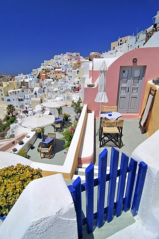 Blue wooden gate in front of interlocked houses, Oia, Ia, Santorini, Cyclades, Greece, Europe