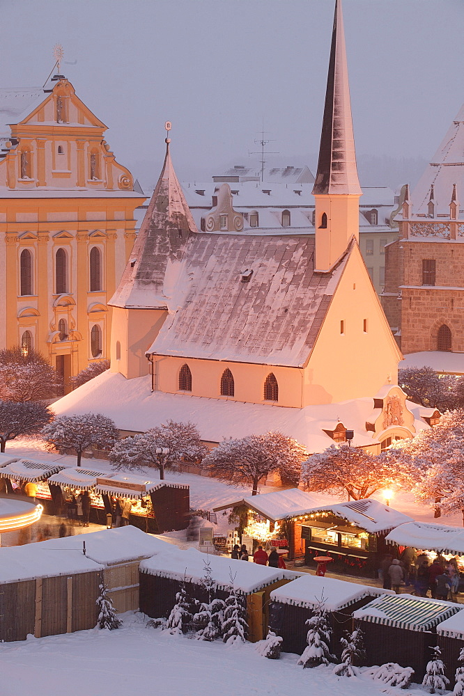 Christmas market in Altoetting, Upper Bavaria, Bavaria, Germany, Europe