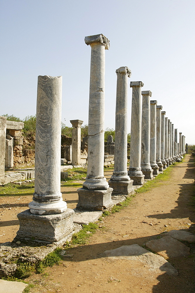 Colonnade on the main street, Perga, Perge, southern Turkey, Asia