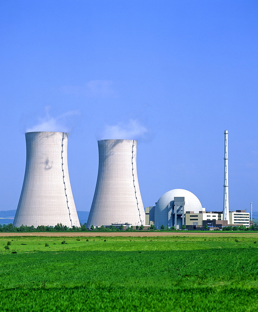 Cooling towers, Grohnde Nuclear Power Plant, Emmerthal, Hameln, Lower Saxony, Germany, Europe