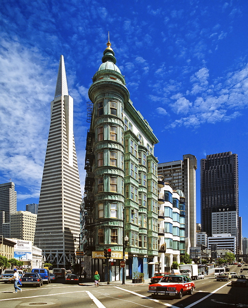 Transamerica Pyramid (left) and the Columbus tower (right) in San Francisco, California, USA