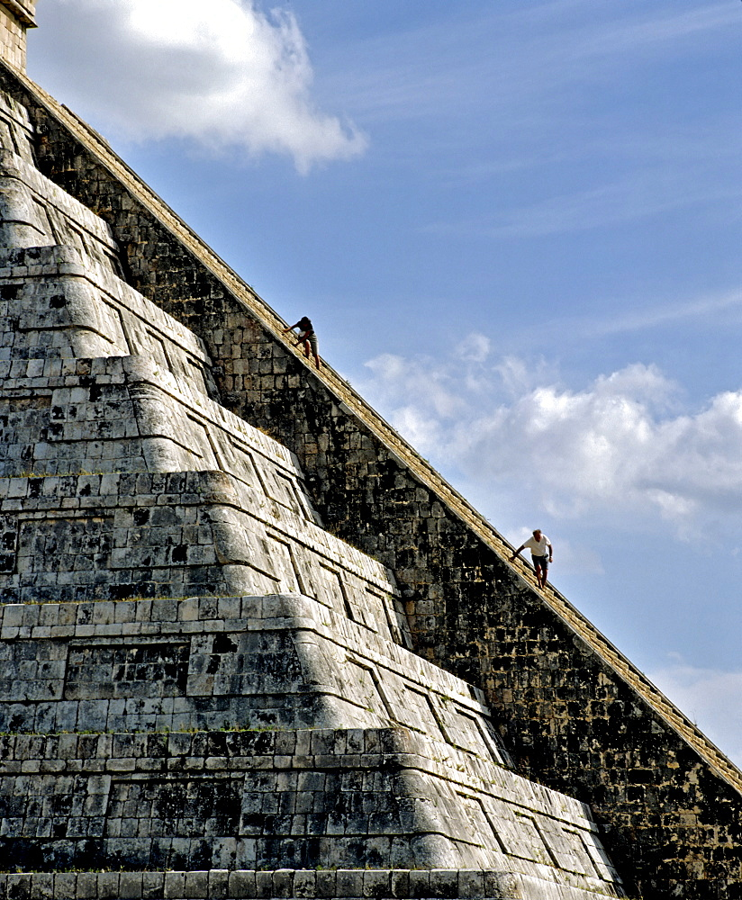 Pyramid, Temple of Kukulkan, Cichen Itza, Maya civilization in Yucatan, Mexico, Central America