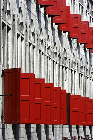 Building in the old part of town, with many red window blinds, Utrecht, Netherlands