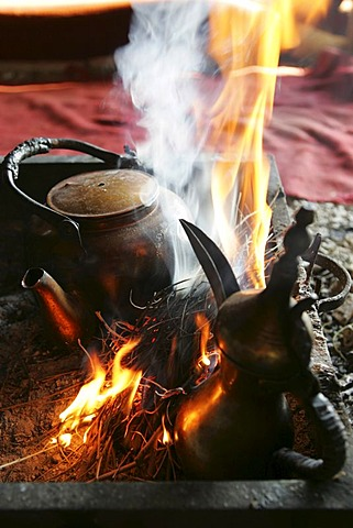 JOR, Jordan : Traditonal way of making turkish coffee and tea, in a beduin tent beside the desert castle Qusair Amra. |