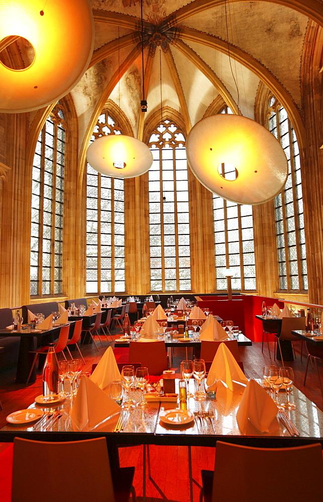 Lobby and bar, Kruisheren Hotel, nave, former Kruisheren or Kreuzherren monastery, Crosier religious order, fifteenth-century church, Maastricht, Netherlands