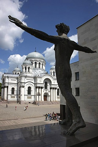 Church of St. Michael the Archangel on Independence Square, sculpture in front of Mykolas-Zilinskas Art Gallery, Kaunas, Lithuania, Baltic States, Northeastern Europe