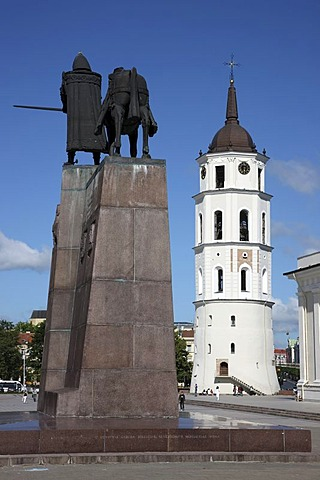 Gediminas Monument, St. Stanislaus Cathedral with detached bell tower, Varpine, Cathedral Square, Vilnius, Lithuania, Baltic States, Northeastern Europe