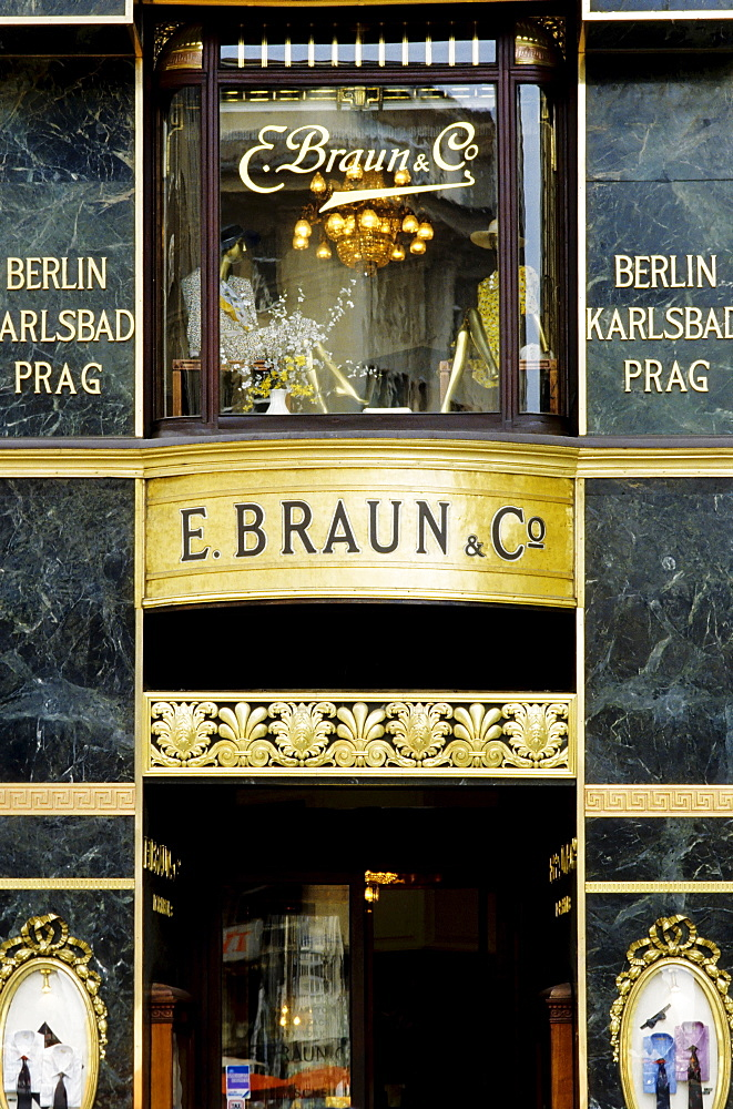 Wilhelminian facade of a clothing shop, Graben, Vienna, Austria, Europe