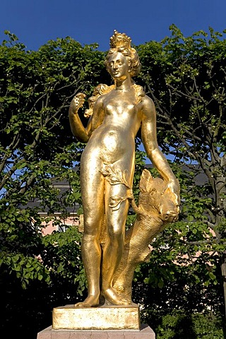 Golden Diana sculpture, Castle Schwetzingen, baroque gardens, Baden-Wuerttemberg, Germany
