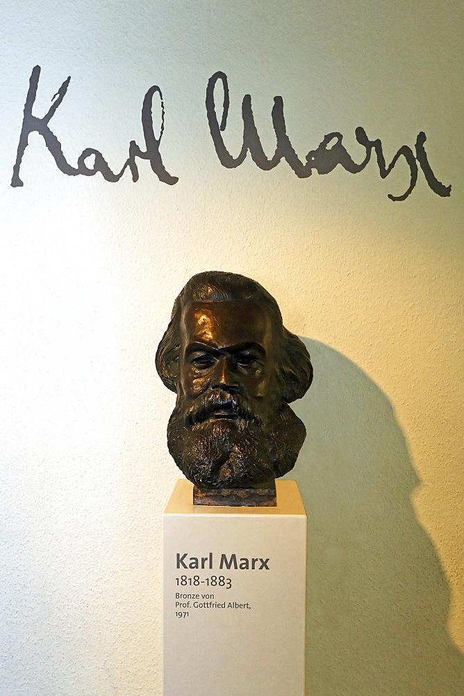 Karl Marx bronze sculpture, birthplace museum, Trier, Rhineland-Palatinate, Germany