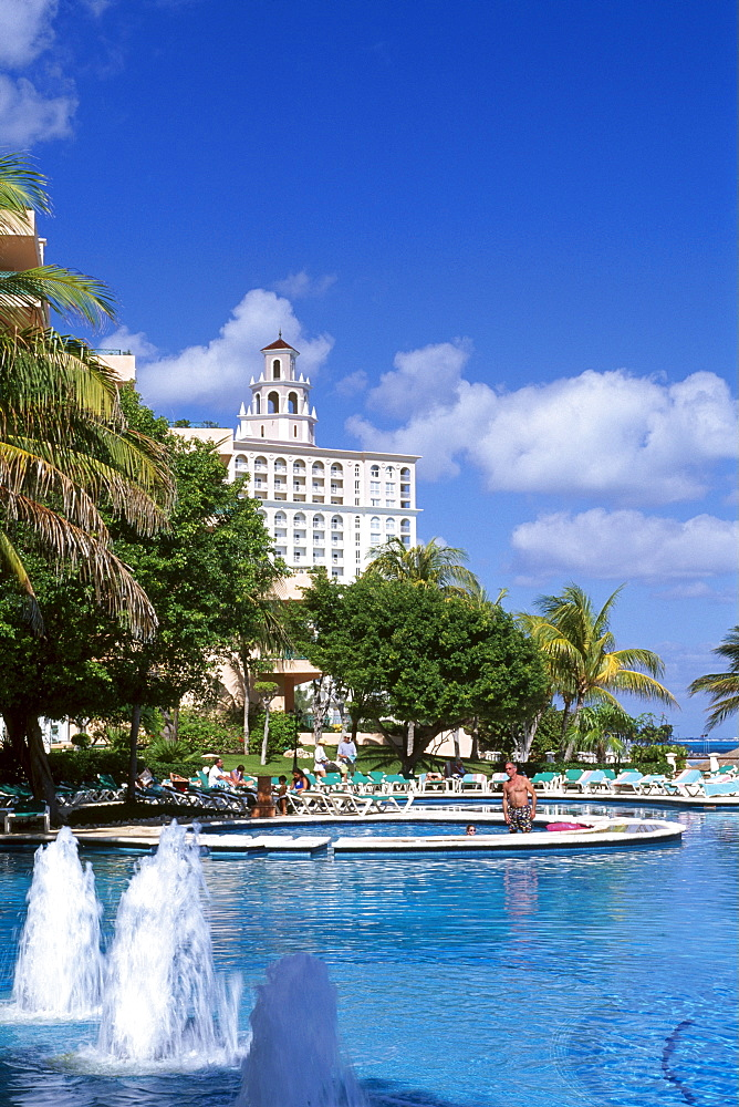 Swimming pool, Riu Hotel, Cancun, Riviera Maya, Mayan Riviera, Yucatan, Mexico, North America