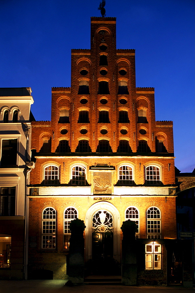 Schiffergesellschaft or Mariner's Organisation building, dusk, Luebeck, Schleswig-Holstein, Germany, Europe