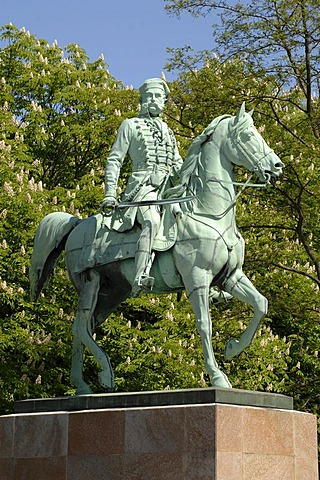 Bronze figurines Duke Friedrich Wilhelm, Loewenwall, Braunschweig, Lower Saxony, Germany