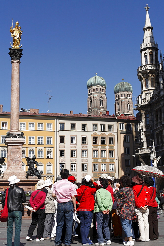 Group of Asian tourists, Marienplatz Square, Mariensaeule, Frauenkirche Church, Munich, Upper Bavaria, Germany, Europe