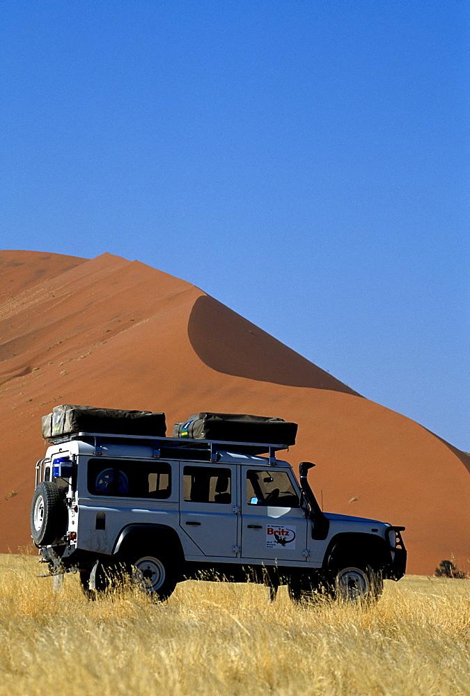 Land Rover in front of Dune 49, Sossusvlei, Namib-Naukluft National Park, Namibia, Africa