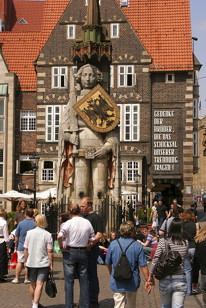 Roland statue, centre point and landmark of Bremen, Germany, Europe
