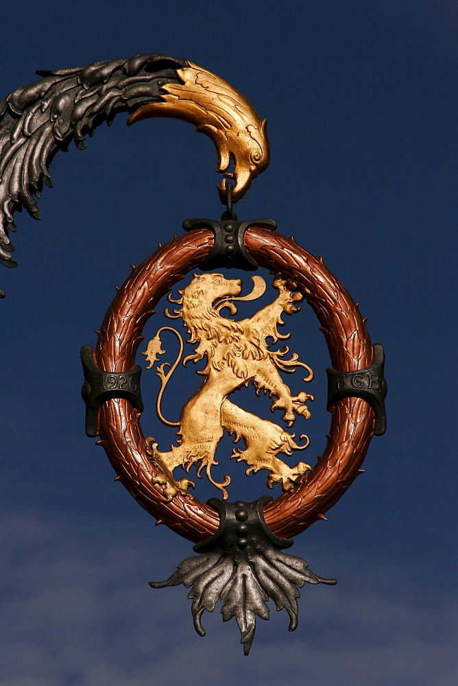 Sign, coat-of-arms hanging in front of a restaurant in the historical centre of Bischofshofen, Salzburger Land, Austria, Europe