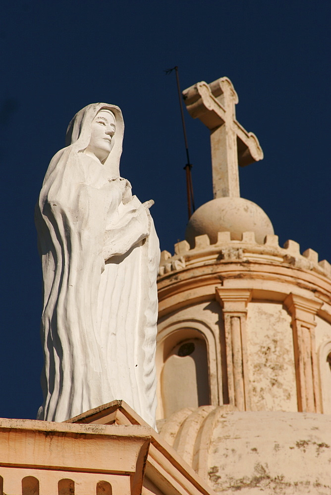 Statue on the Iglesia de la Merced church in Granada, Nicaragua, Central America