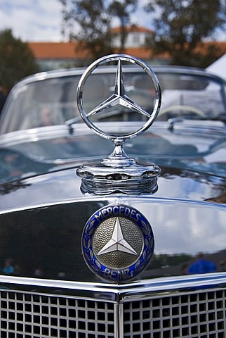 Mercedes star on vintage car 200 S