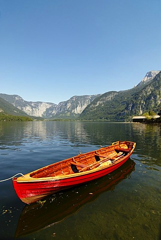 Rowboat at the Hallstaetter Lake, Hallstatt, Salzkammergut, Upper Austria, Austria