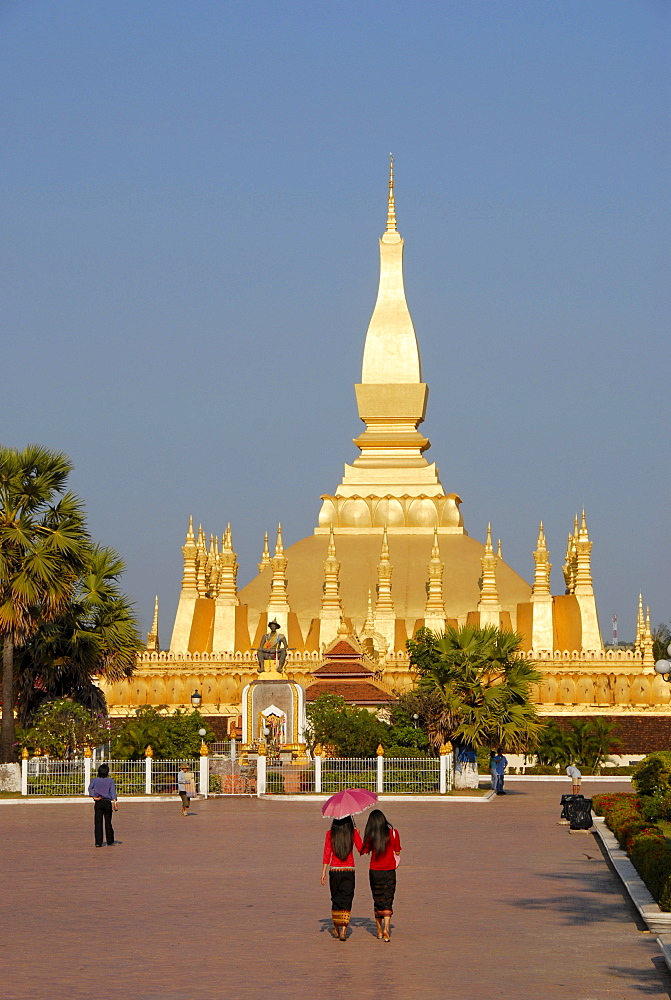 State symbol, Great Stupa Pha That Luang, Vientiane, Laos, Asia
