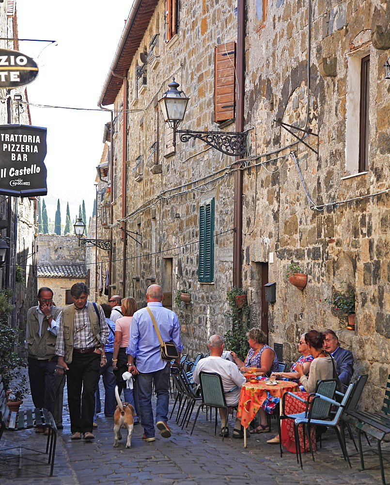 Trattoria in an alley in the old part of town, Bolsena, Latium, Italy