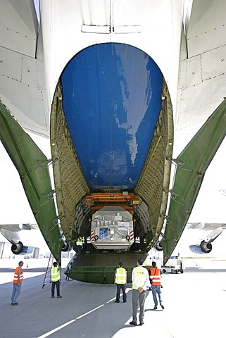 Munich, GER, August 30th 2005 - Freight is liftet on board of an Antonov 124 on Airport Munich. The AN 124 is the second largest air freighter in the world.