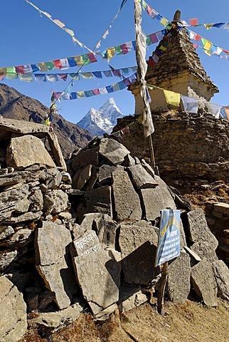 Stupa and mani stones at Mong with Ama Dablam (6856), Sagarmatha National Park, Khumbu, Nepal