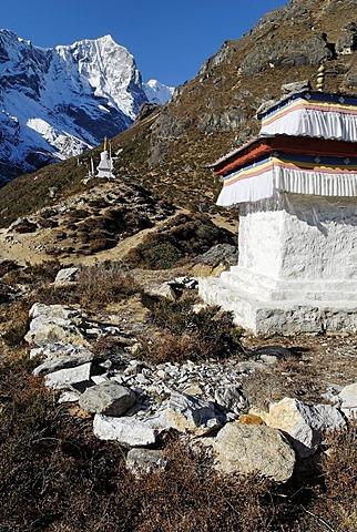 Historic stupa at Thame, Bhote Koshi valley, Khumbu Himal, Sagarmatha National Park, Nepal