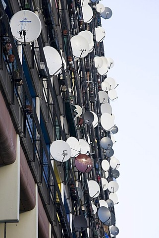 """Facade, countless satellite dishes at an apartment block known as the Pallasseum (formerly Berliner Sozialpalast, """"Berlin Social Palace""""), Schoeneberg district, Berlin, Germany, Europe"""