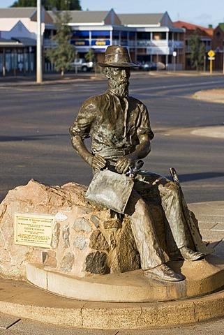 Paddy Hannan Memorial, gold prospector, Hannan Street, Kalgoorlie, Western Australia, WA, Australia