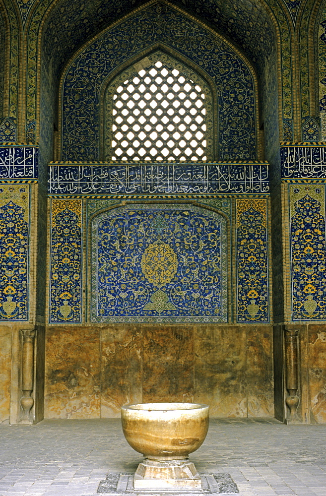 Mihrab in the Schaikh Lotfollah mosque, Isfahan, Iran