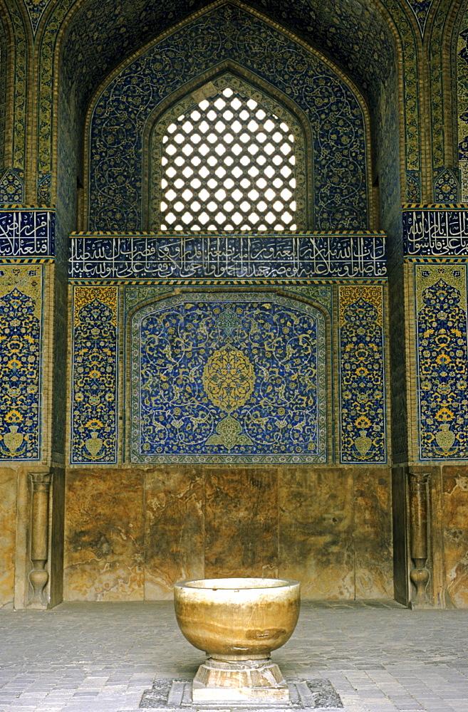 Mihrab in the Schaikh Lotfollah mosque, Isfahan, Iran