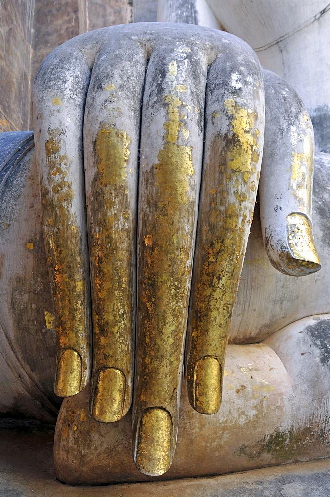 Gold leaf hand of a Buddha statue, Wat Si Chum, Sukhothai Historical Park, Sukhothai, Thailand, Southeast Asia, Asia - 832-364715