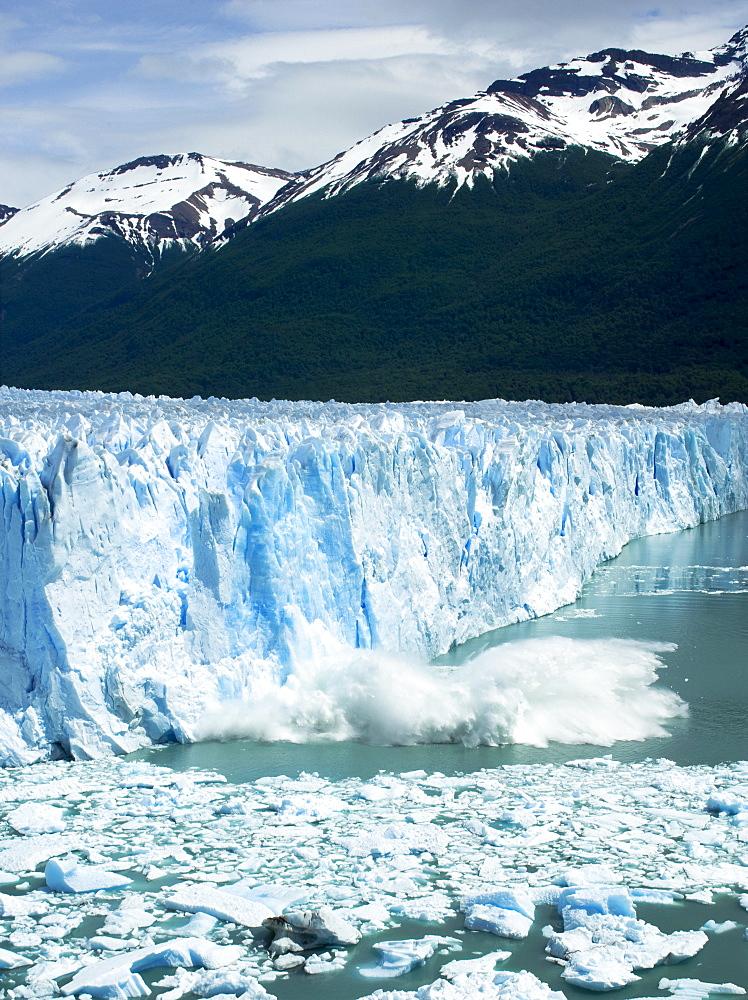 Perito Moreno Glacier calving, Parque Nacional Los Glaciares (Los Glaciares National Park), Patagonia, Argentina, South America