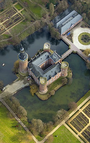 Aerial view, Wasserschloss Moyland, a moated castle, Museum Moyland, Bedburg-Hau, Lower Rhine, North Rhine-Westphalia, Germany, Europe