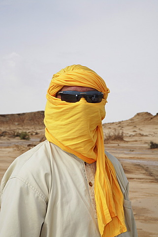 Tunisian in Arabian clothes, Sahara, Tozeur, Tunisia