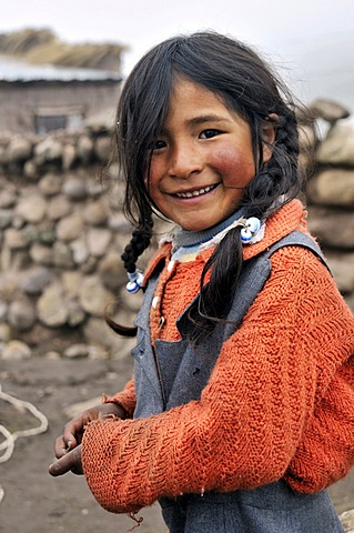 Girl in Pampa Blanca village, Munizip Charazani, Departamento La Paz, Bolivia, South America