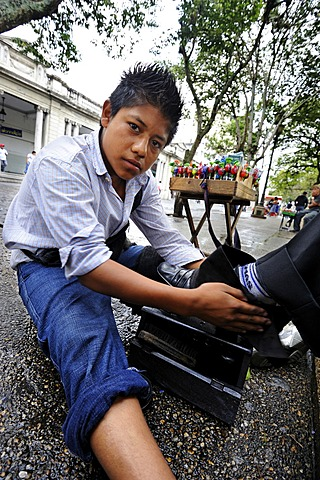 Child labor, shoeshine boy, 13 years old, Parque Central, Guatemala City, Guatemala, Central America