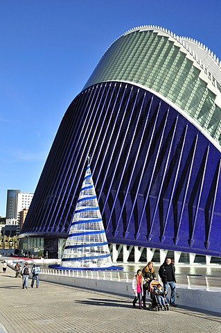 Street scene in the Ciudad de las Artes y las Ciencias, City of Arts and Sciences, designed by Spanish architect Santiago Calatrava, Valencia, Comunidad Valenciana, Spain, Europe