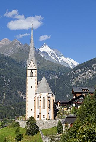 Community of Heiligenblut with the pilgrimage church of St. Vinzenz, Carinthia, Austria, Europe