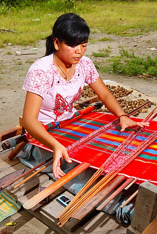 Female weaver, Batak culture, Samosir Island, Lake Toba, Batak region, Sumatra, Indonesia, Southeast Asia, Asia