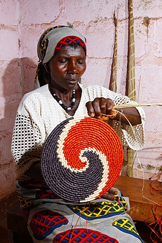Woman making mats, place mats, from natural fibers, Bafut, Cameroon, Africa