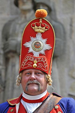 "Life in the Baroque era, 18th century, Prussian uniform of the ""Potsdam Giants"", Schiller Jahrhundertfest festival, Marbach am Neckar, Baden-Wuerttemberg, Germany, Europe"