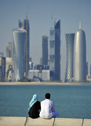 Couple on corniche, promenade, skyline of Doha, Qatar, Persian Gulf, Middle East, Asia