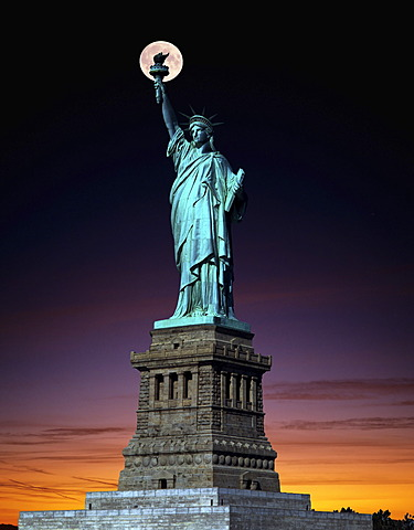 Statue of Liberty, full moon, twilight, composing, New York, USA