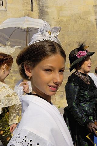 Arlésiennes, Fete du Costume, Arles, Bouches du Rhone, Provence, France, Europe